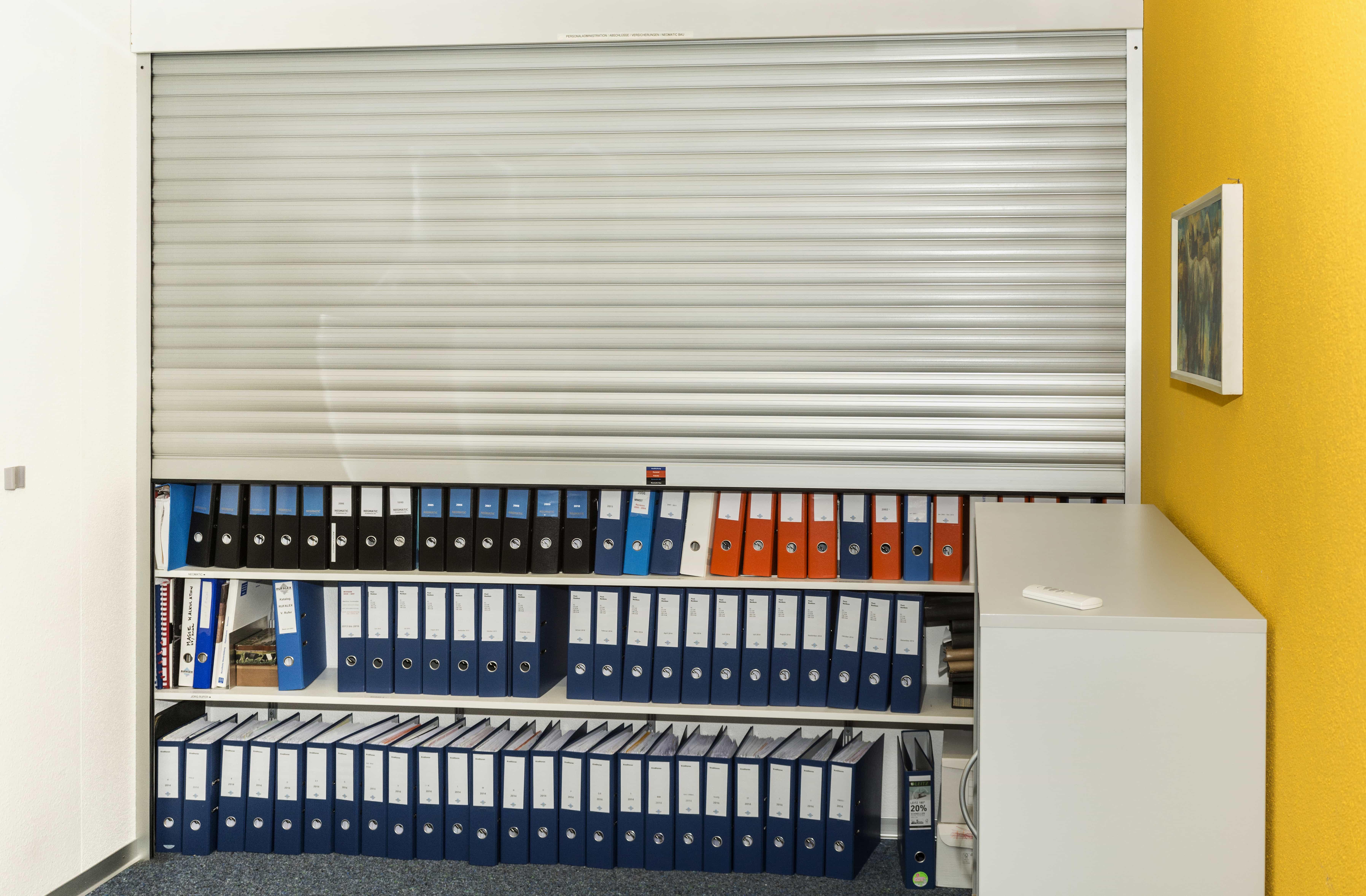 Schrank-Buchhaltung-offen | RUFALEX Rollladen-Systeme AG